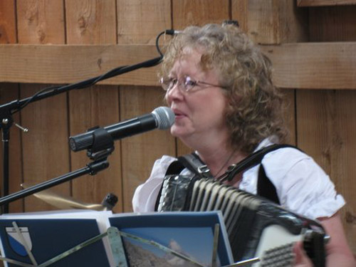 Shelby Aeppli Imholt yodels and plays the accordian